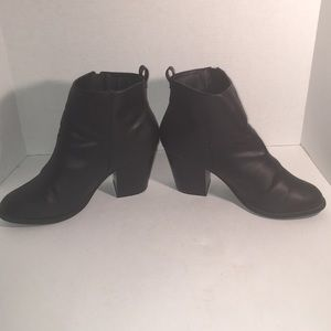 🎉SALE 2/$50 3/$60 Black Attention Ankle Boots